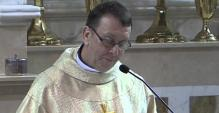 Priest Stuns Wedding_041014.php